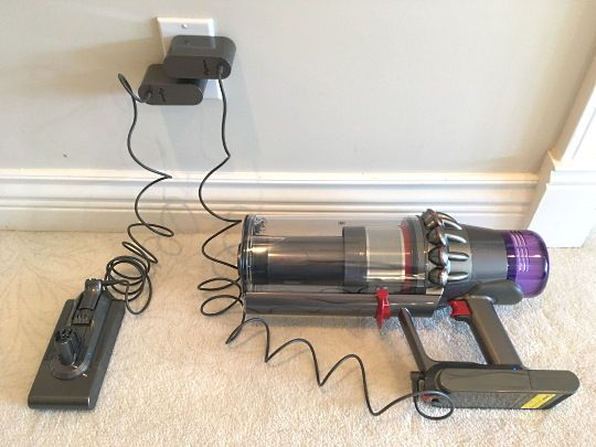 Dyson V11 Outsize - charging the battery