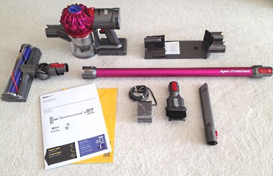 Dyson V7 Whats in the box